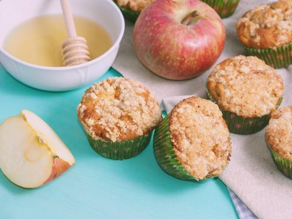 Имбирные маффины с яблоками