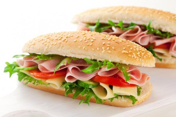 Рецепт                  Сэндвичи с ветчиной, сыром и овощами