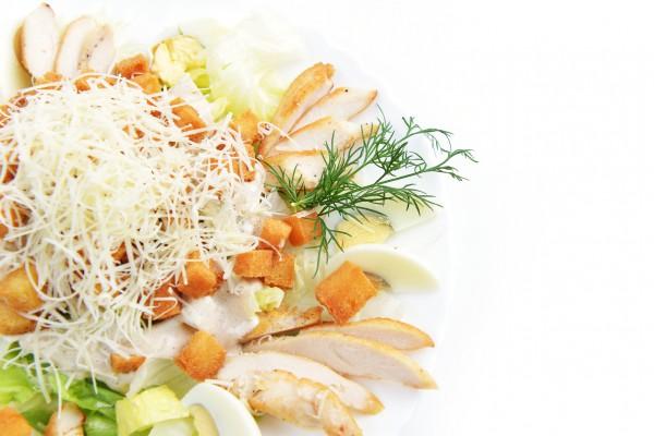 Рецепт                  Салат из курицы и сыра с гренками