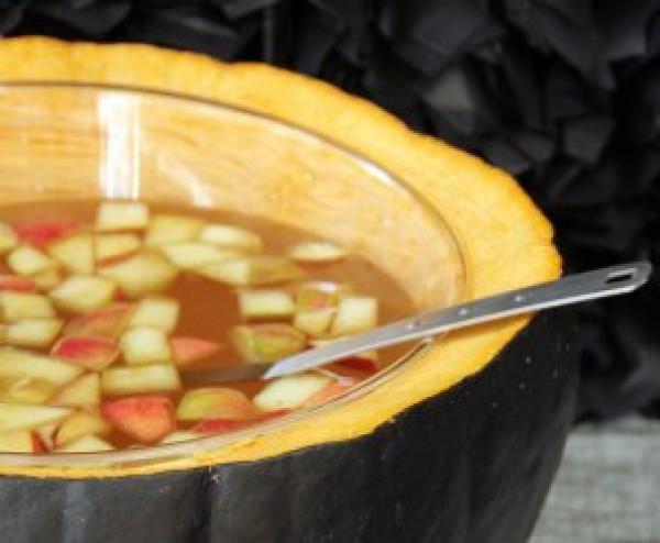 Рецепт                  Рецепт на Хэллоуин: Яблочный пунш в тыкве