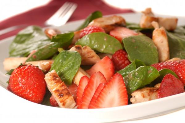 Рецепт                  Салат из курицы с клубникой