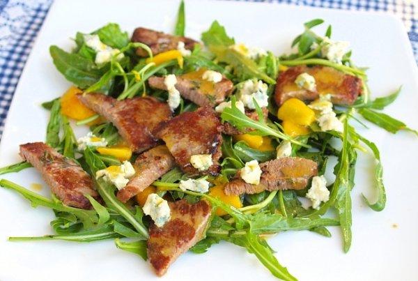 Рецепт                  Салат из рукколы, персиков и говядины