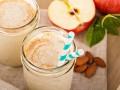 Смузи из яблок, бананов и корицы