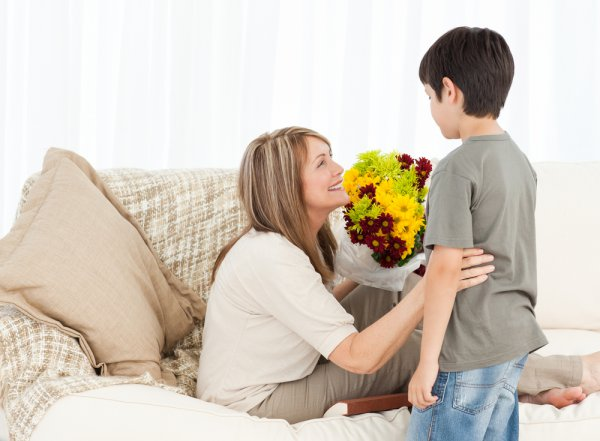 Твоей маме или бабушке будет приятно получить букет, сделанный с любовью и заботой