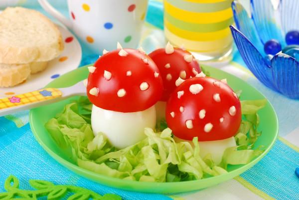 Рецепт                  Детская Пасха: Грибочки из яиц