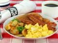 Яйца с беконом на завтрак: Три вкусные идеи