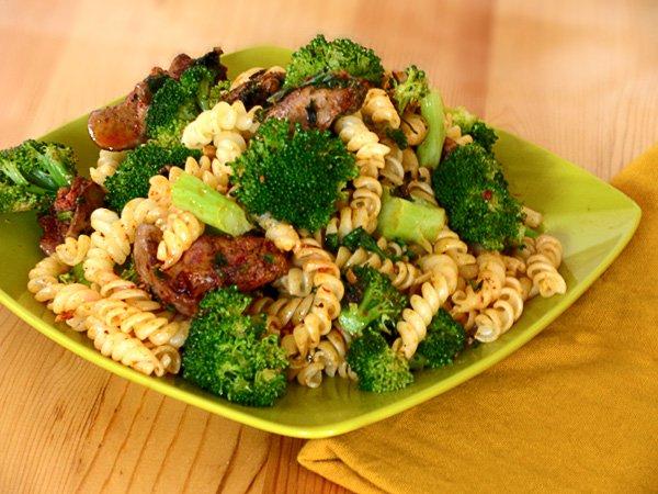 Рецепт                  Паста с куриной печенью и брокколи
