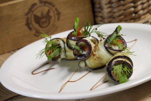 Рецепт                  Рулетики из баклажанов с сырной начинкой