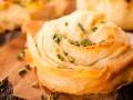 Как приготовить чесночно-сырные булочки