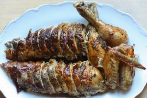Запеченная курица с грибами и пряностями