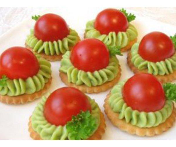 Рецепт                  Крекеры с авокадо и помидорами черри