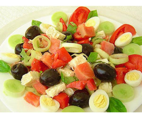Рецепт                  Салат из форели с маслинами