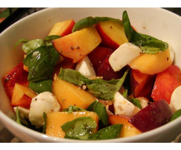 Рецепт                  Салат из персиков и моцареллы