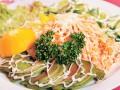 Новогодние рецепты: Салат с лососем и авокадо