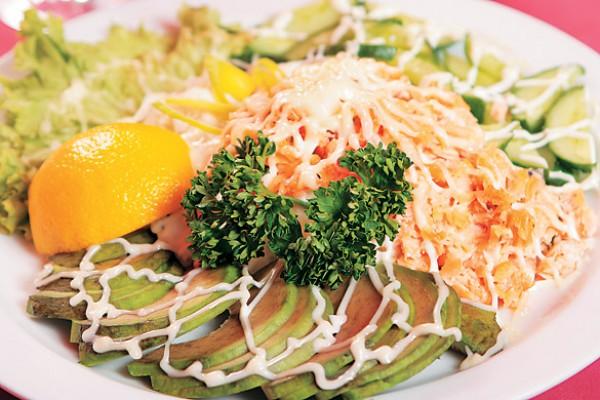Рецепт                  Новогодние рецепты: Салат с лососем и авокадо