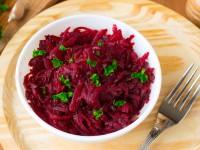 Постный салат из свеклы с чесноком