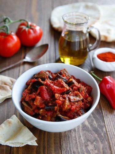 Закуски из баклажанов: рецепт теплого салата на праздничный стол