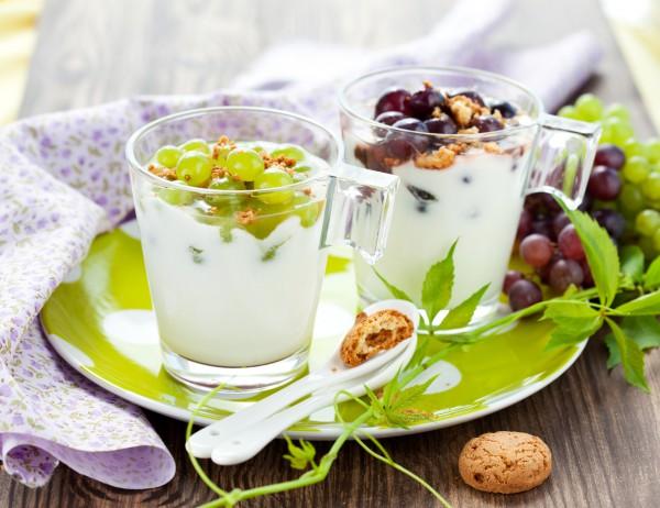 Рецепт                  Домашний йогурт с печеньем и виноградом