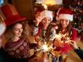 Новый год: слушай яркие песни на вечеринке с друзьями
