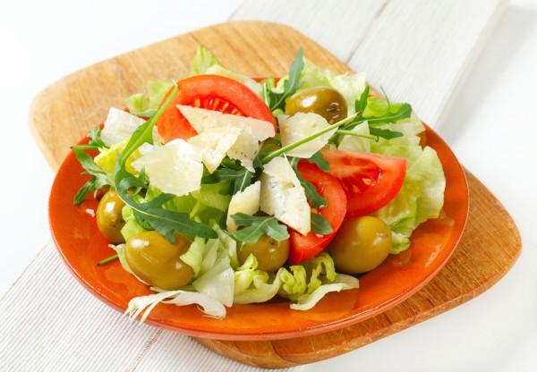 Рецепт                  Салат из пекинской капусты с помидорами и оливками