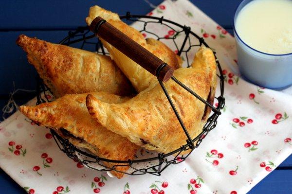 Рецепт                  Пирожки из слоеного теста с вишней