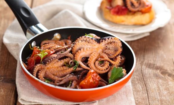 Рецепт                  Осьминоги в томатно-чесночном соусе