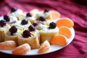 Десертные блинчики с творогом и вишней
