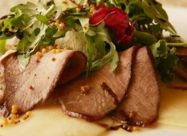 Рецепт                  Теплый салат из груши с утиным филе