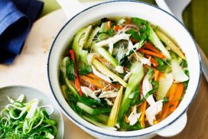 Китайский куриный суп-лапша