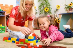 В возрасте до 3 лет полезно развивать ассоциативное мышление. Предложи ребенку найти пару к чему-либо