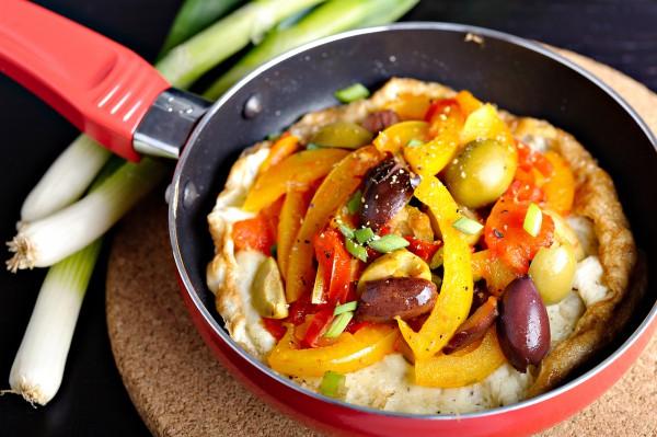 Рецепт                  Омлет с оливками и сладким перцем