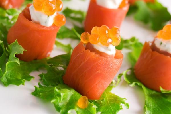 Рецепт                  Новогодние рецепты: Рулетики из лосося со сливочным сыром