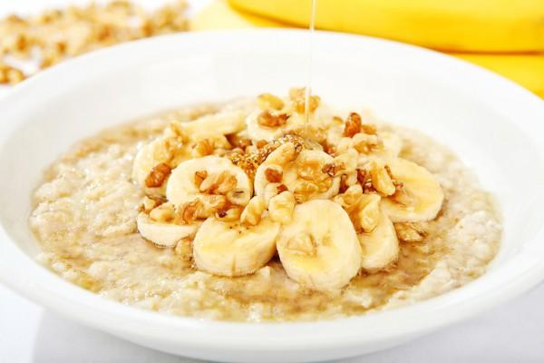 Рецепт                  Овсяная каша с бананами, медом и орехами