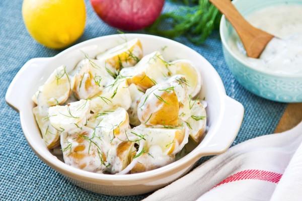 Рецепт                  Салат из молодого картофеля с зеленью и сметаной