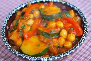 Рагу из летних овощей с горохом нут