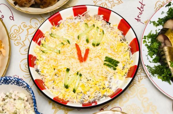 Рецепт                  Праздничный салат Новогодние часы
