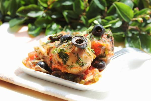 Рецепт                  Куриные бедрышки с томатами и маслинами