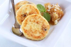 Сырники очень вкусны со сметаной или вареньем