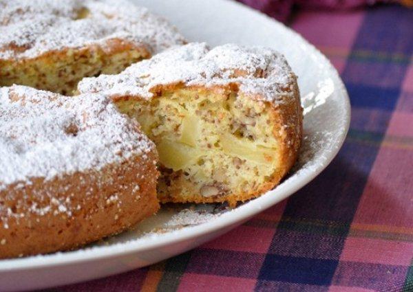 Рецепт                  Яблочная шарлотка с орехами