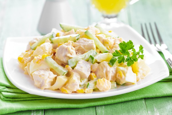 Рецепт                  Новогодний салат из курицы с кукурузой