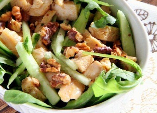 Рецепт                  Овощной салат с курицей и орехами