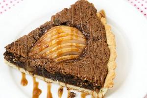 Пирог с орехами, грушами и шоколадом