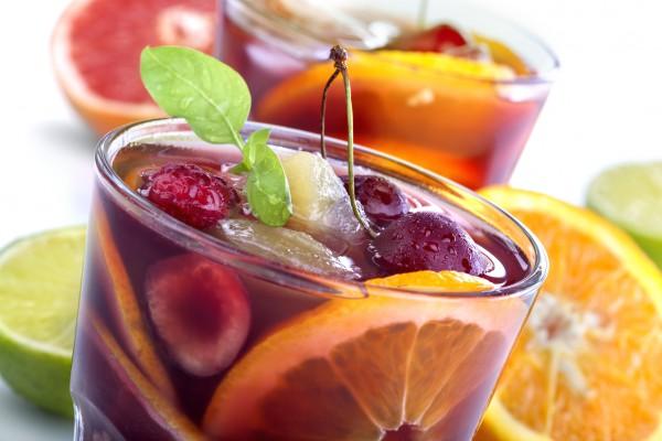 Рецепт                  Сангрия с апельсинами и летними ягодами
