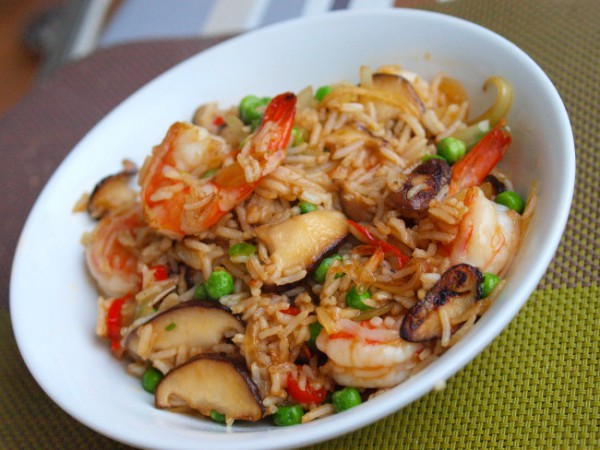 Рецепт                  Жареный рис с креветками и шиитаке