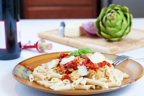 Рецепт                  Паста с курицей и вялеными помидорами