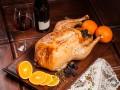 Как запечь курицу с яблоками и черносливом