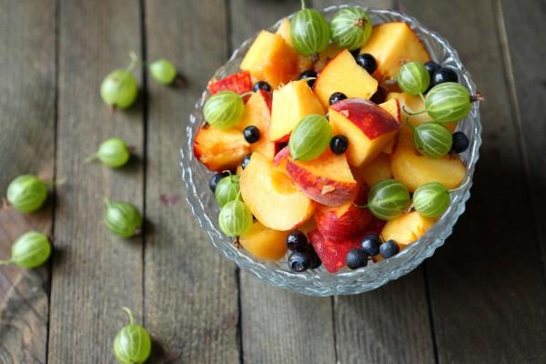 Рецепт                  Салат из крыжовника, персиков и черники