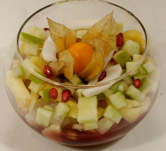 Рецепт                  Фруктовый салат с земляничным сиропом