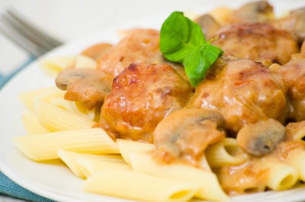 Рецепт                  Тефтели из индейки с грибным соусом