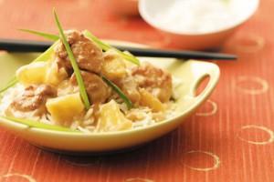 Куриное филе с ананасами в кисло-сладком соусе